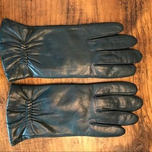 Dark hunter green leather gloves. Nice condition
